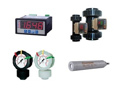 "Hayward TFM3100T00, TFM Series 1"" Paddlewheel flow Meter w Transmittr 4-20, Totalizer, PP, Thd Ends, FKM Seals"